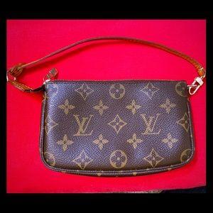 ✨Authentic Louis Vuitton Pochette✨
